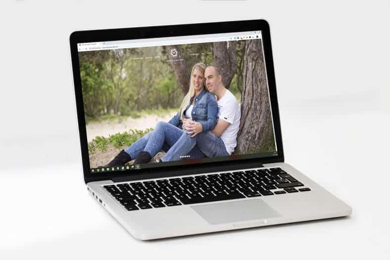 Laptop Met Website